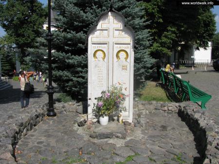 Фото: Памятник Кириллу и Мефодию