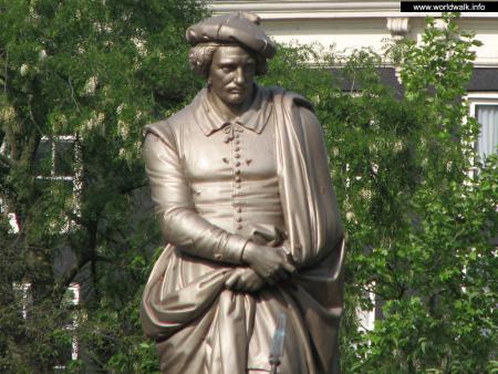 Фото: Памятник Рембрандту