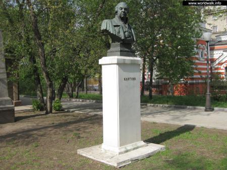 Фото: Памятник-бюст М. И. Кутузову