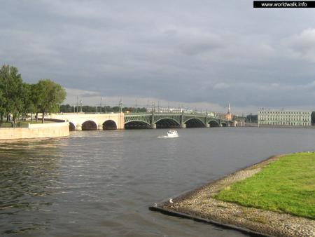 Фото: Троицкий мост