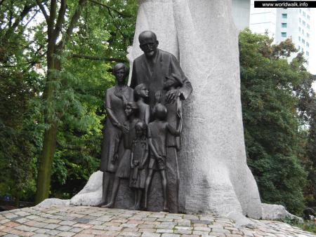 Фото: Памятник Янушу Корчаку