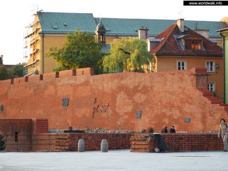 Фото: Варшавский барбакан