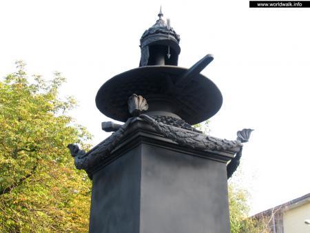 Фото: Памятный знак на месте отдыха Петра I после Полтавской битвы