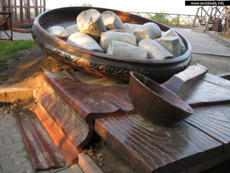 Фото: Памятник полтавской галушке