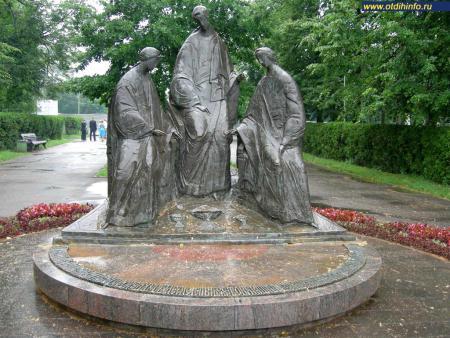 Фото: Скульптурная композиция «Троица» (Ярославль)