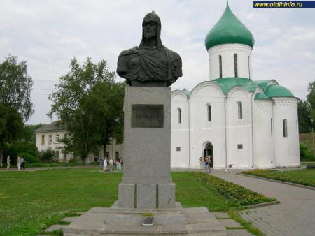 Фото: Памятник Александру Невскому (Переславль-Залесский)