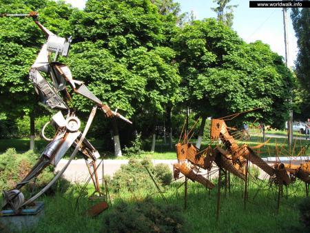 Фото: Скульптурная композиция «Квазар и тараканы»