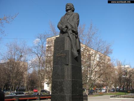 Фото: Памятник Н. В. Гоголю