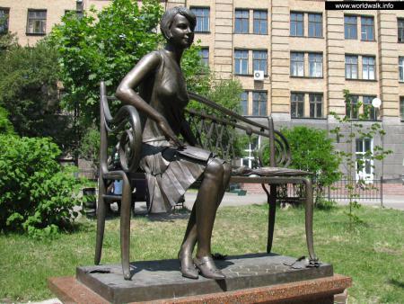 Фото: Памятник Е. И. Телиге