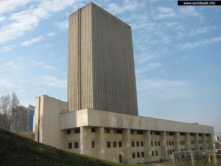 Фото: Здание национальной библиотеки Украины им. В. И. Вернадского