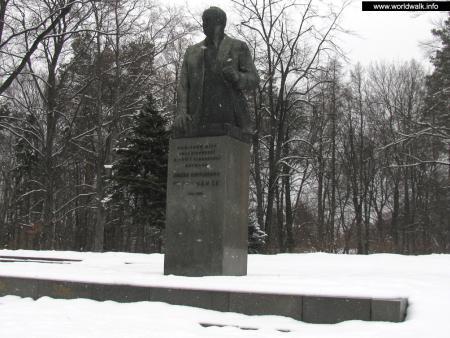 Фото: Памятник Д. С. Коротченко