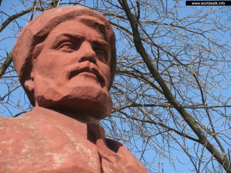 Фото: Памятник-бюст В. Н. Боженко