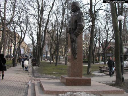 Фото: Памятник-бюст Петко