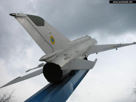 Фото: Памятник воинам-авиаторам 17 воздушной армии