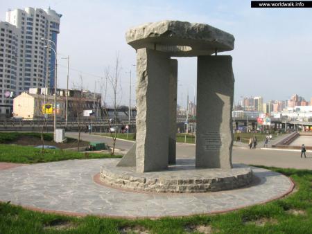 Фото: Памятник ликвидаторам Чернобыльской катастрофы