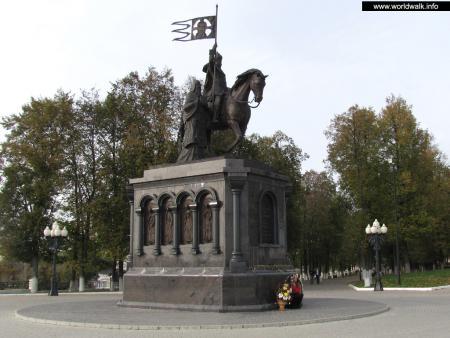 Фото: Памятник князю Владимиру, памятник крестителям Владимирской земли