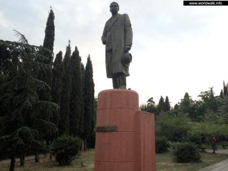 Эконом памятник Пламя Пушкинская памятник из цветного гранита Прохладный
