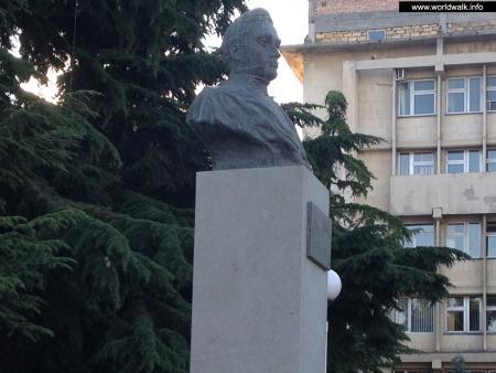 Фото: Памятник-бюст А. С. Грибоедову