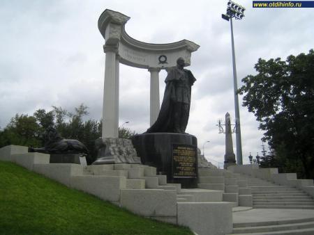 Фото: Памятник Александру II у Храма Христа Спасителя (Москва)
