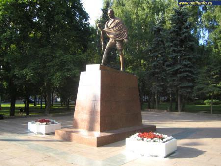 Фото: Памятник Махатме Ганди