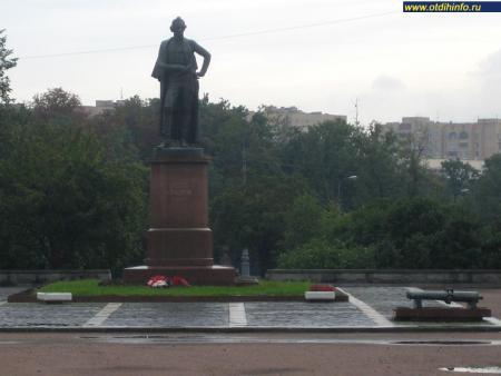 Фото: Памятник А. В. Суворову на Суворовской площади