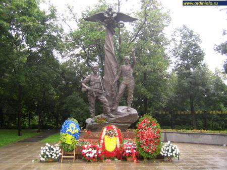 Фото: Памятник погибшим воинам-десантникам 6 роты (Москва)