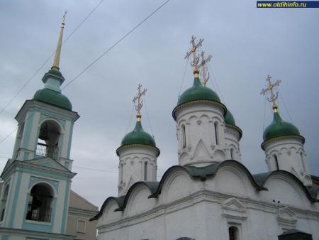 Фото: Церковь Троицы Живоначальной в Листах (Москва)