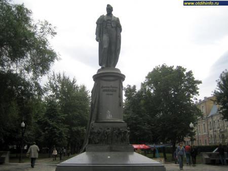 Фото: Памятник А.С. Грибоедову (Москва)