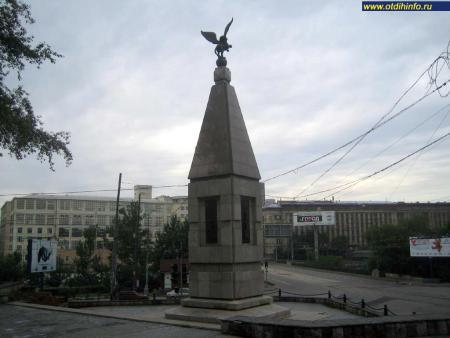 Фото: Памятный знак в ознаменование 300-т летия Лефортово (Москва)