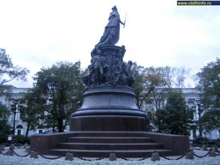 Фото: Памятник Екатерине II на Невском проспекте