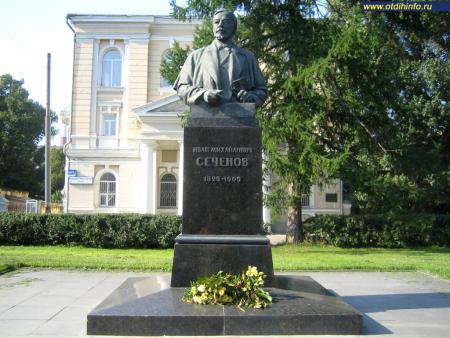 Фото: Памятник И.М. Сеченову (Москва)