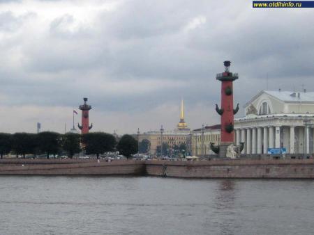Фото: Ростральные колонны (Санкт-Петербург)