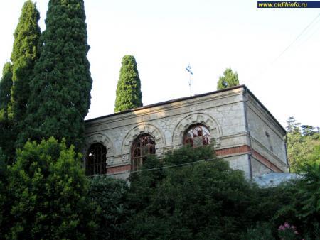 Фото: Церковь Преображения Господня в Никитском ботаническом саду