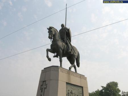 Фото: Памятник Александру Невскому на площади Александра Невского