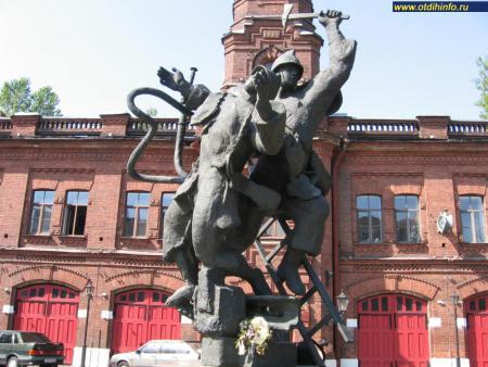 Фото: Памятник подвигу пожарных Ленинграда