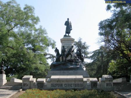 Фото: Памятник Э.И. Тотлебену