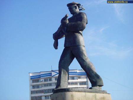 Фото: Памятник Алеше, памятник героям-североморцам — защитникам Заполярья