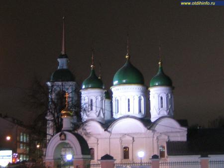 Фото: Церковь Троицы Живоначальной в Листах