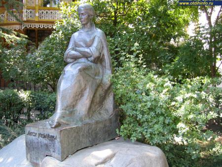 Фото: Памятник Лесе Украинке