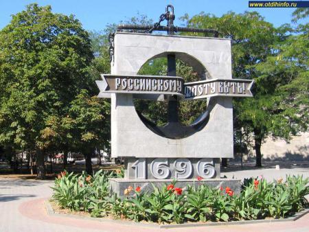 Фото: Памятник в честь 300-летия Российского флота