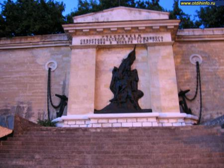 Фото: Памятник участникам севастопольского вооруженного восстания в ноябре 1905 года