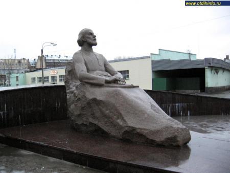 Фото: Памятник К.Э. Циолковскому