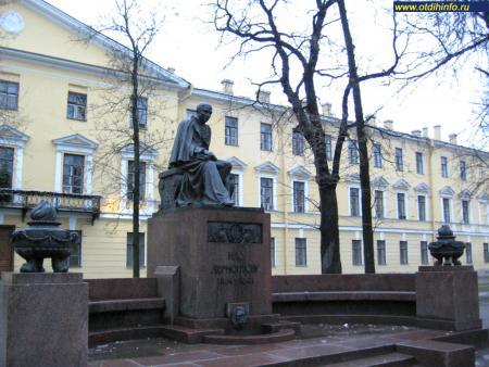 Фото: Памятник М. Ю. Лермонтову