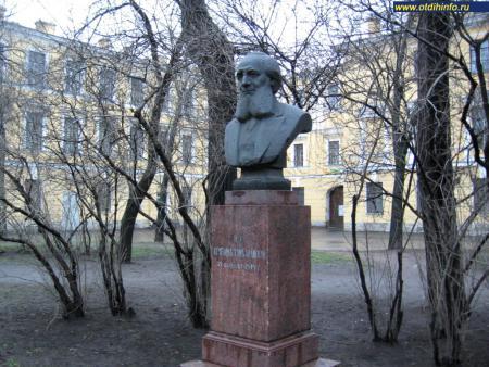Фото: Памятник П.П. Семенову-Тян-Шанскому