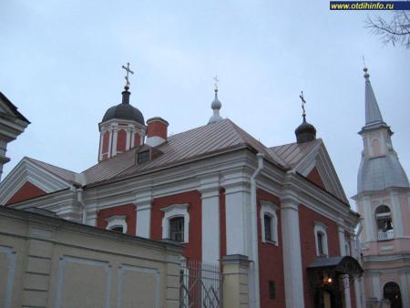 Фото: Церковь трех вселенских святителей
