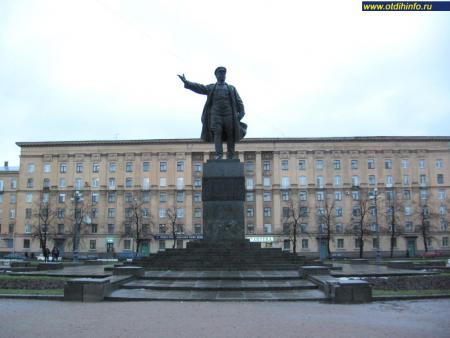 Фото: Памятник С.М. Кирову на Кировской площади