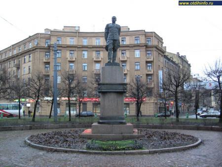 Фото: Памятник Л.А. Говорову