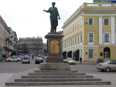 Фото: Памятник Дюку