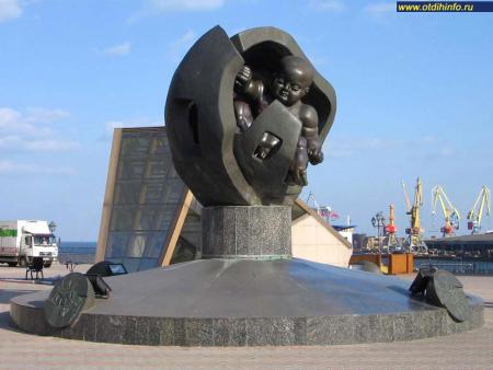 Фото: Памятник Золотое дитя