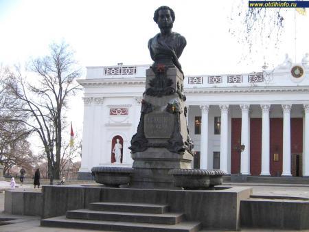 Фото: Памятник-бюст А. С. Пушкину на Приморском бульваре